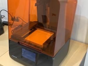 中山木型ブログ 光造形機Form3を導入したよ!形状や用途で使い分け 設置画像